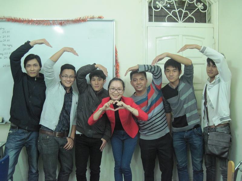Các bạn nam dành tặng trái tim thật to cho cô Dương nè ^^