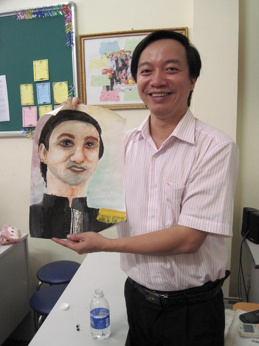 Chân dung thầy Tuấn do một bạn học viên lớp TC1003 vẽ tặng