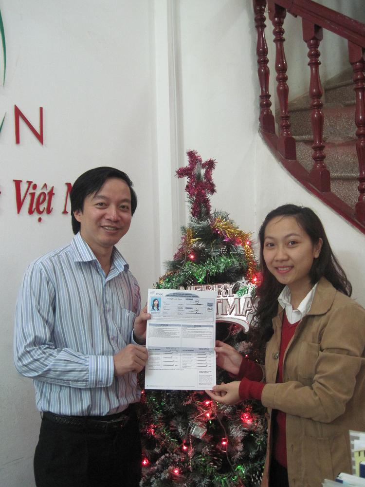 Lương Khánh Huyền dành tặng 700 điểm TOEIC cho thầy Tuấn nhận dịp Noel.
